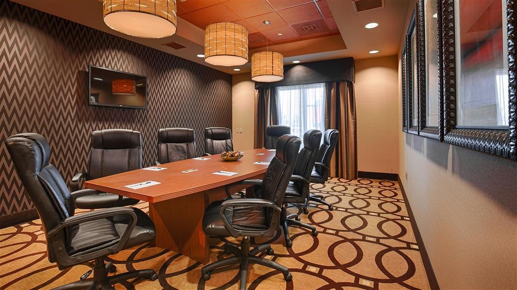 Best Western Plus Tupelo Inn & Suites - Our professional staff is here to go above and beyond your expectations to ensure your meeting is perfect.