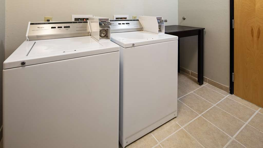Best Western Plus Magee Inn and Suites - Laundry Facility