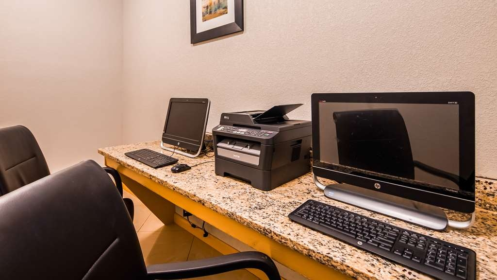 Best Western Plus Magee Inn and Suites - Business Center