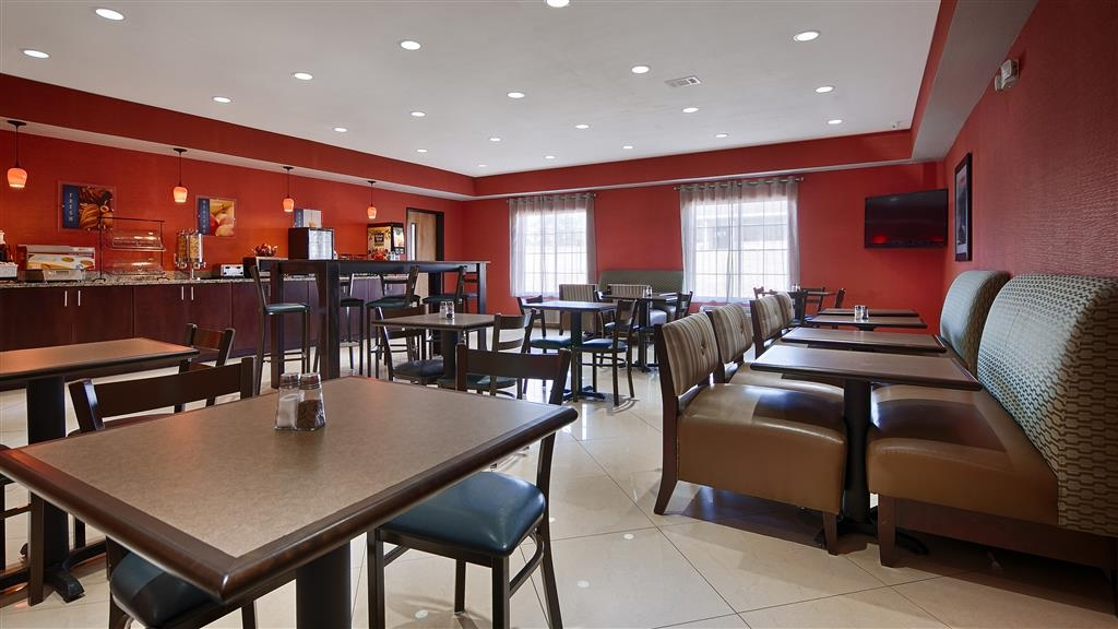 Best Western Plus Magee Inn and Suites - Breakfast Seating Area