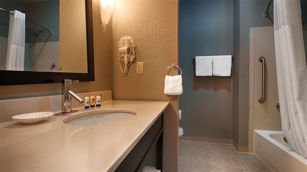 Best Western Plus Magee Inn and Suites - Guest Bathroom