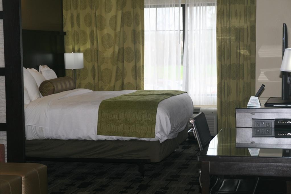 Best Western Premier University Inn - Suite