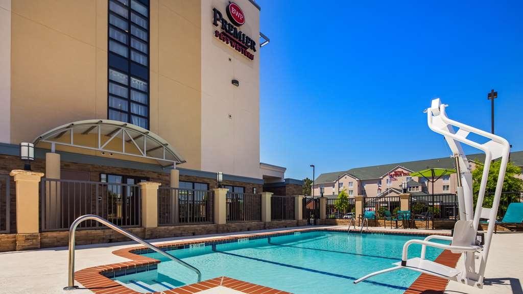 Best Western Premier University Inn - Vue de la piscine