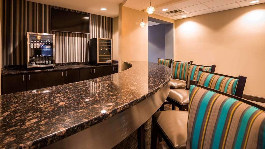 Best Western Premier University Inn - Bar / Lounge