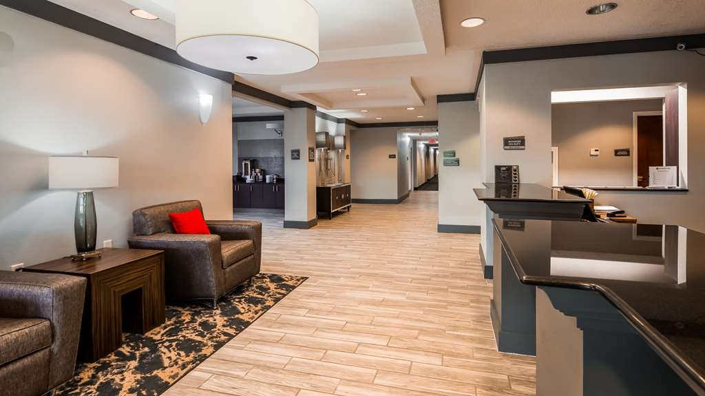 Best Western Plus Philadelphia-Choctaw Hotel and Suites - Vista del vestíbulo
