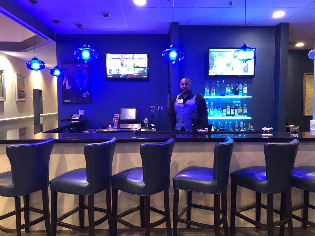 Magnolia Bluffs Casino Hotel, Premier Collection - Bar / Lounge