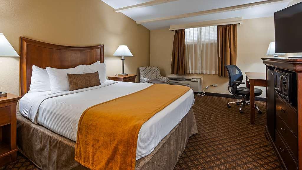 Cool Hotel In Springfield Best Western Coach House Creativecarmelina Interior Chair Design Creativecarmelinacom
