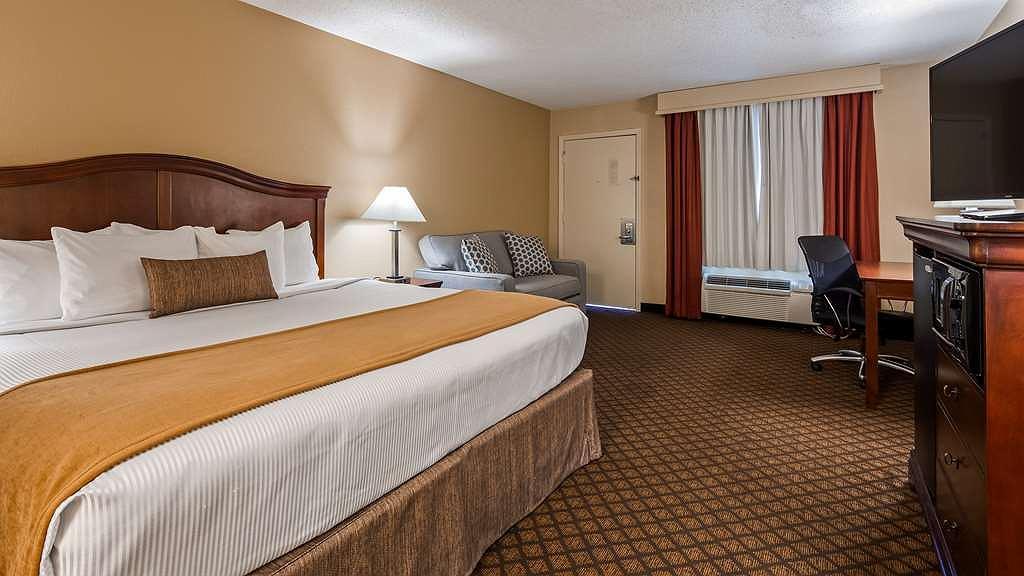 Pleasing Hotel In Springfield Best Western Coach House Creativecarmelina Interior Chair Design Creativecarmelinacom