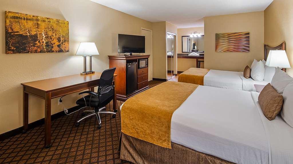 Brilliant Hotel In Springfield Best Western Coach House Creativecarmelina Interior Chair Design Creativecarmelinacom