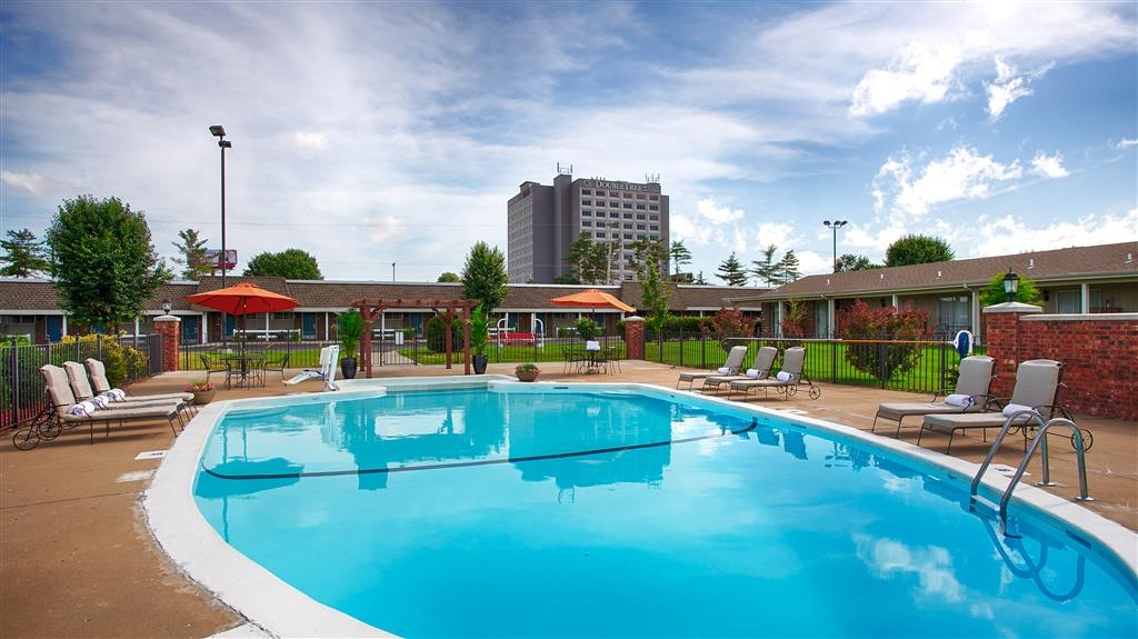 Best Western Coach House - Outdoor Swimming Pool