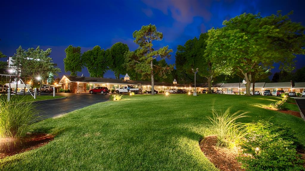 Best Western Coach House - Hotel Grounds