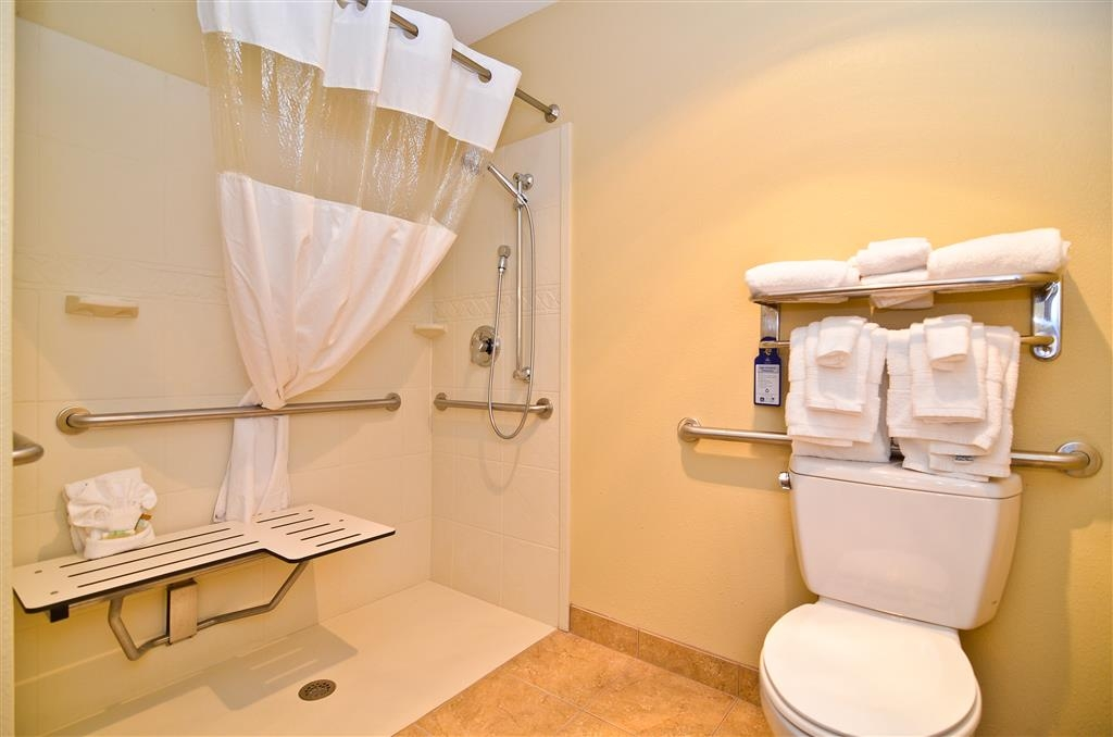 Best Western Coach House - Mobility Accessible Bathroom
