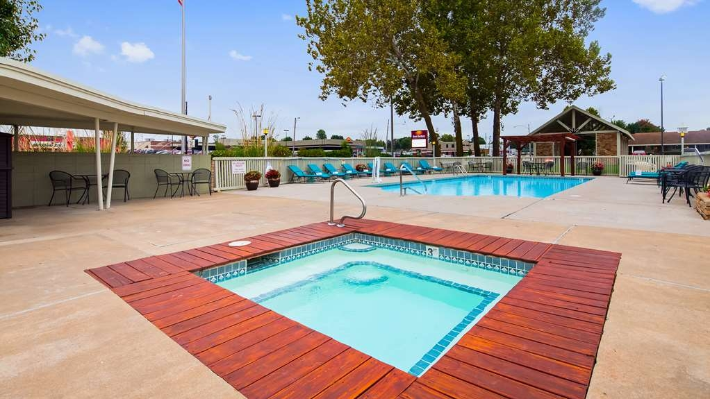 Best Western Route 66 Rail Haven - Take a refreshing dip in our outdoor pool.