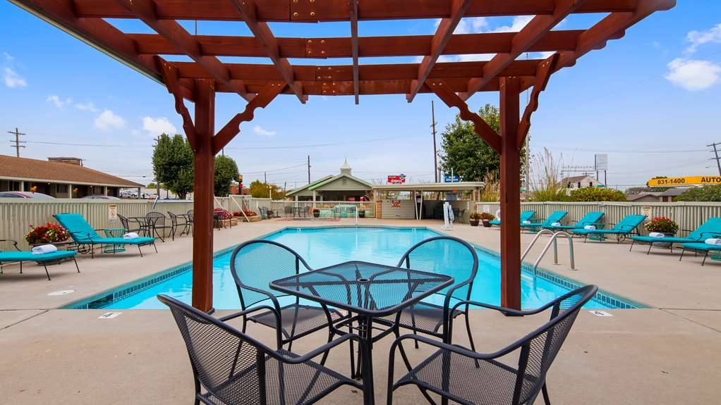 Best Western Route 66 Rail Haven - Take a refreshing dip in our outdoor pool