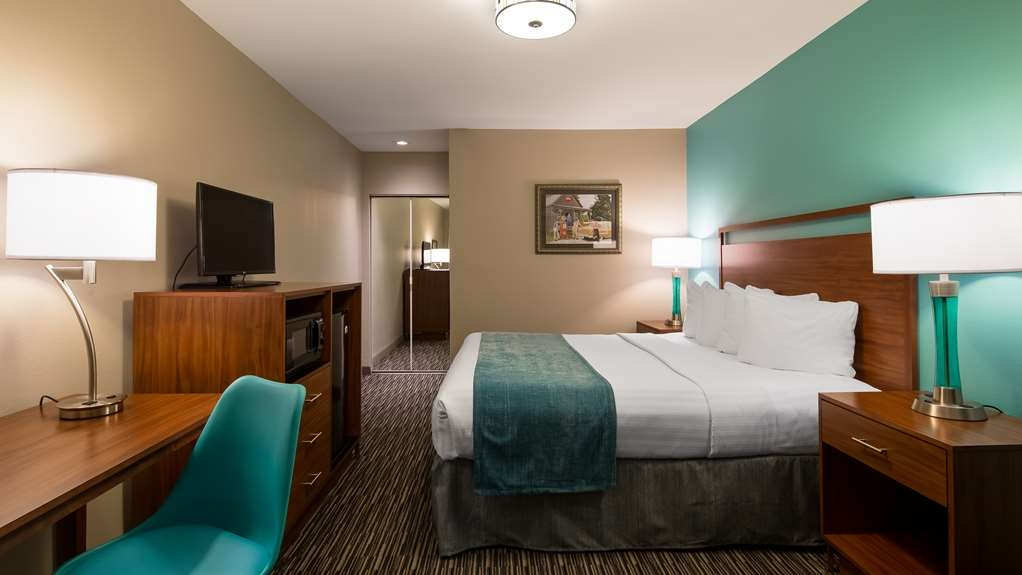 Best Western Route 66 Rail Haven - Relax in our King Room
