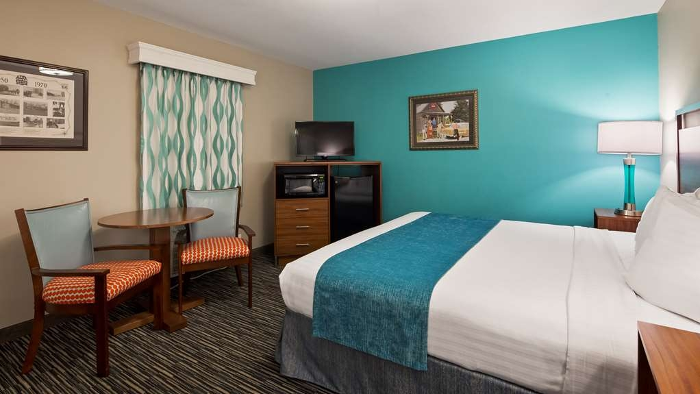 Best Western Route 66 Rail Haven - Family Suite is perfect with a king size bed and a separate room with bunk beds.