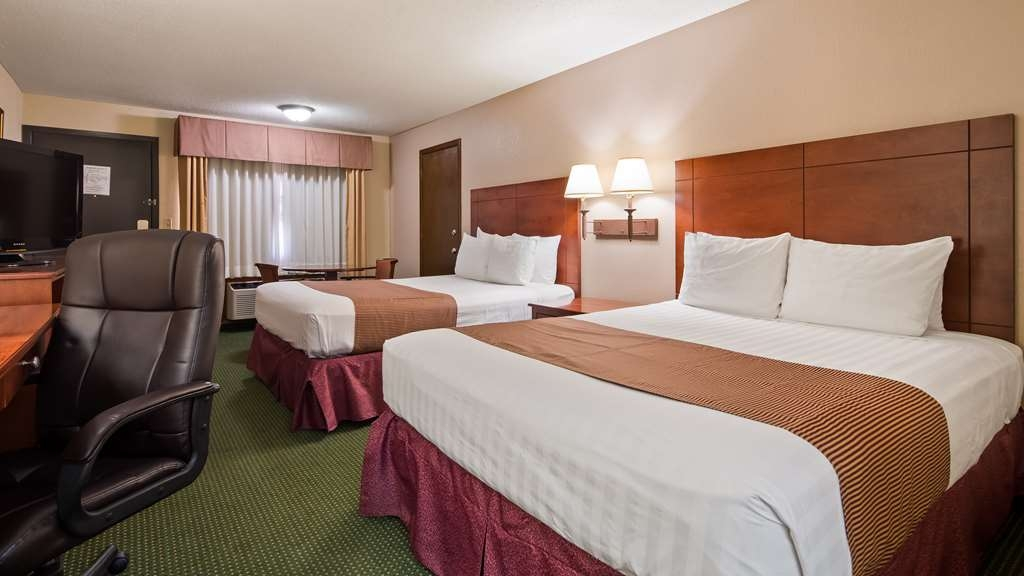 Best Western Montis Inn - Sink into sleep in our comfortable beds.