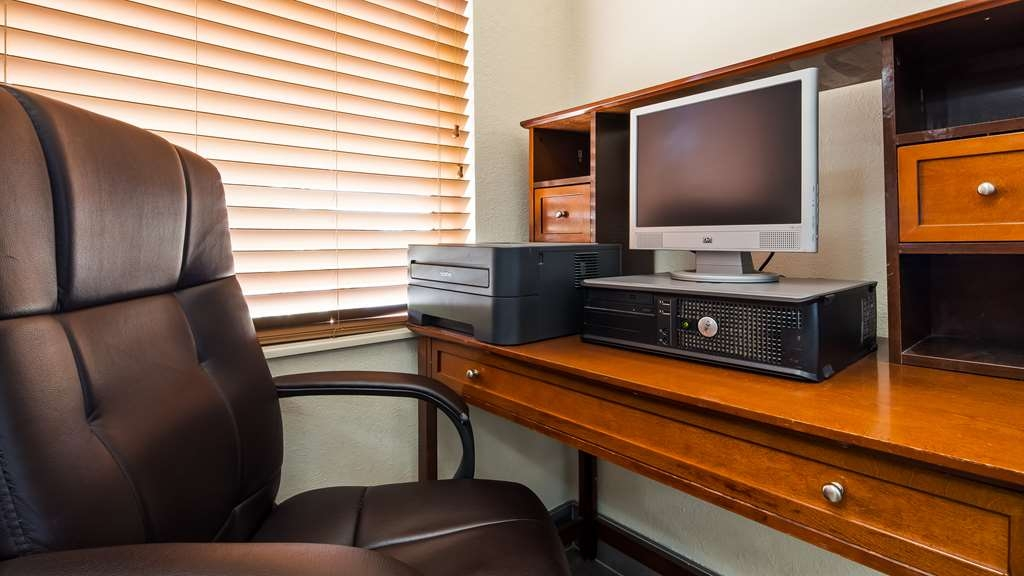 Best Western Montis Inn - Keep connected in our business center.