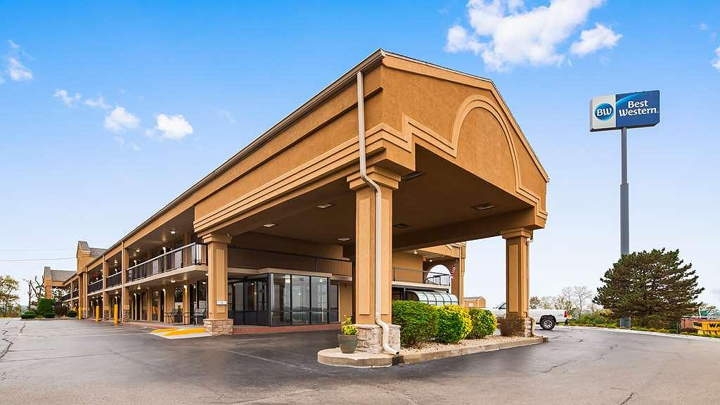 Best Western Coachlight - Best Western Coachlight in Rolla, Missouri is a large and welcoming hotel with a circle drive and two restaurants adjacent to the property.