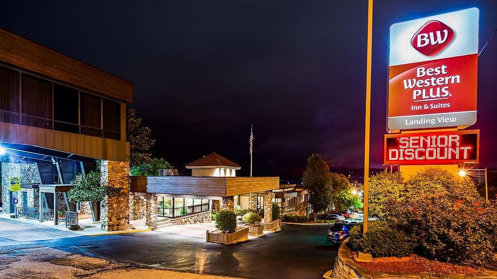 Best Western Plus Landing View Inn & Suites - Area esterna