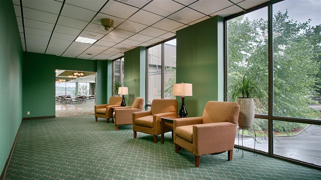 Best Western Plus Landing View Inn & Suites - lobby