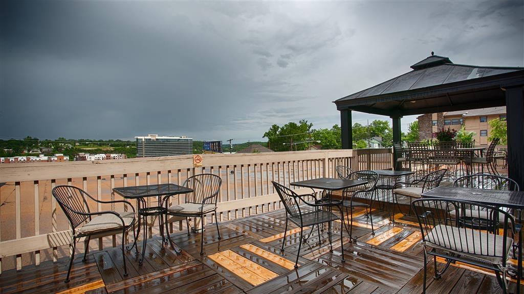 Best Western Plus Landing View Inn & Suites - Facciata dell'albergo