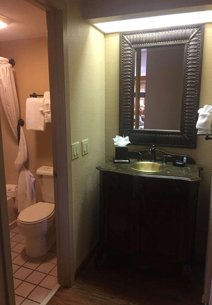 Best Western Plus Landing View Inn & Suites - Habitaciones/Alojamientos