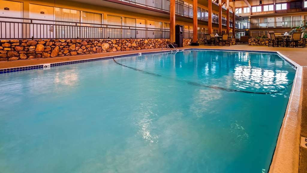Best Western State Fair Inn - Go for a refreshing swim, or relax in our hot tub.