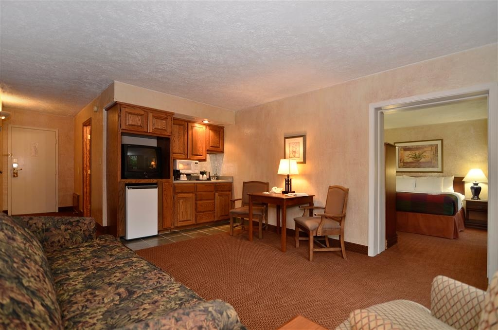 Best Western Branson Inn and Conference Center - Stretch out and relax in our suite