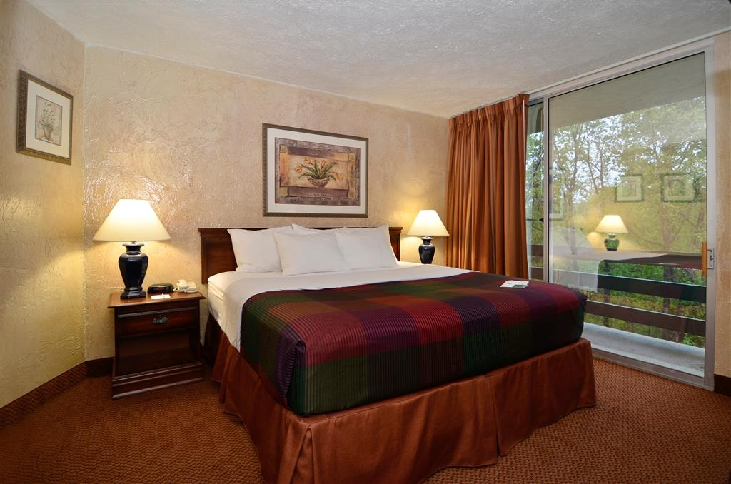 Best Western Branson Inn and Conference Center - Stretch out and relax in our King Suite