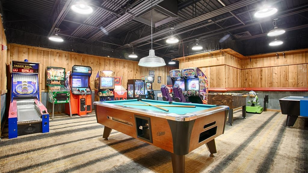 Best Western Branson Inn and Conference Center - Game room with pool, air hockey and more!