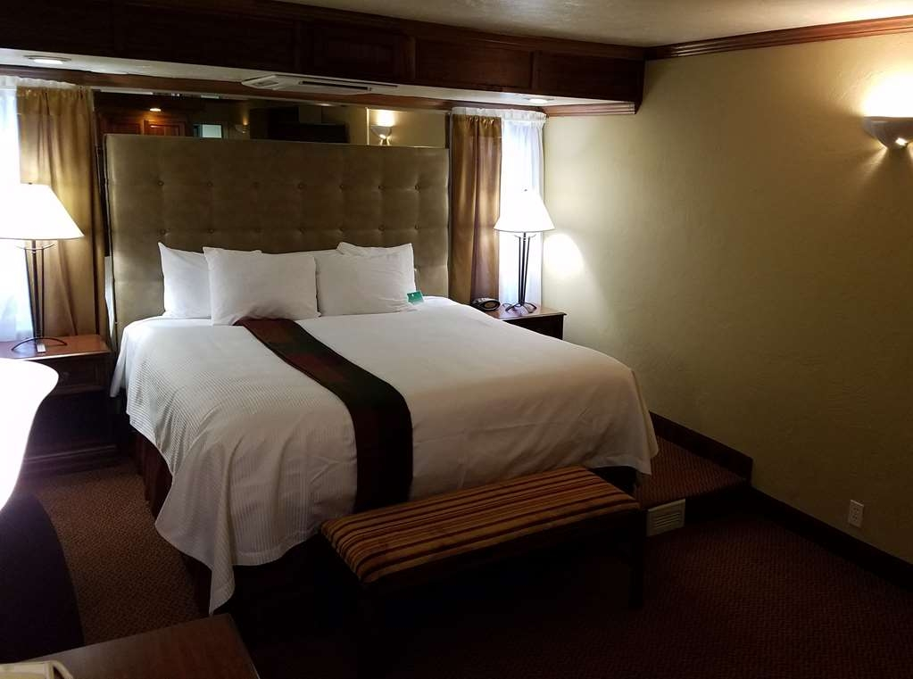Best Western Branson Inn and Conference Center - Make yourself at home in our king honeymoon suite