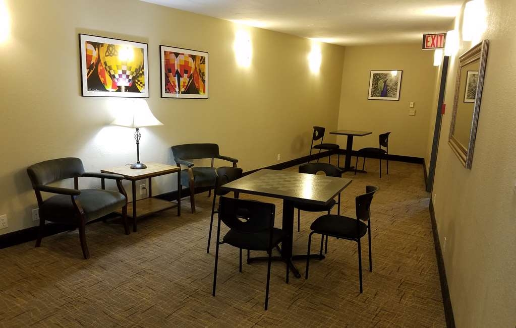 Best Western Branson Inn and Conference Center - Enjoy some time with family in our community space.