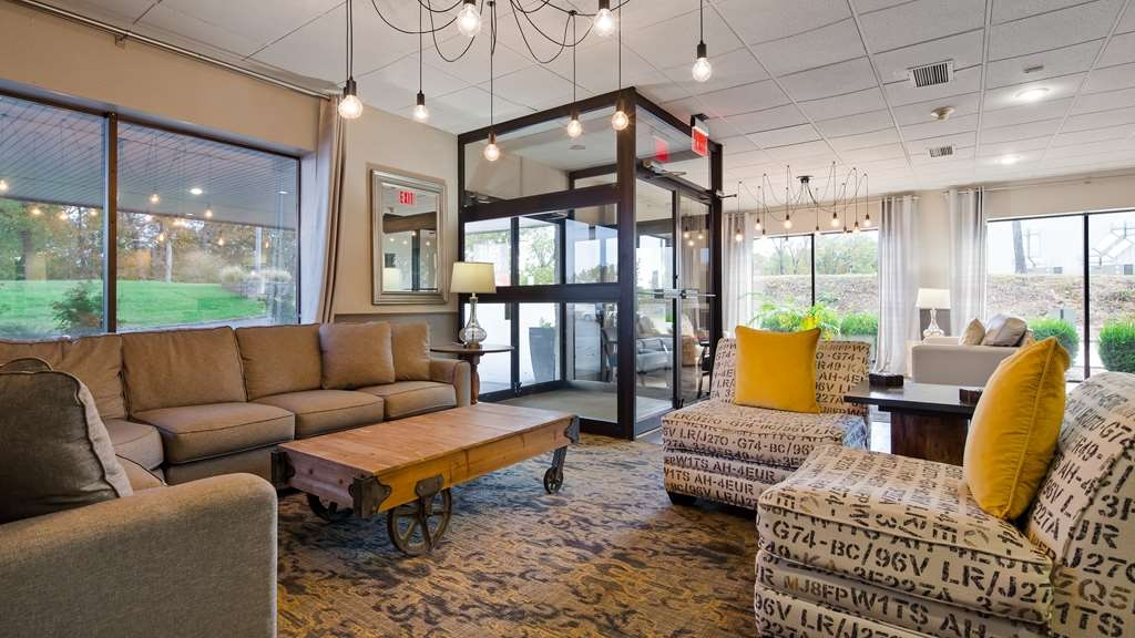 Best Western Branson Inn and Conference Center - Visit and enjoy our cozy lobby