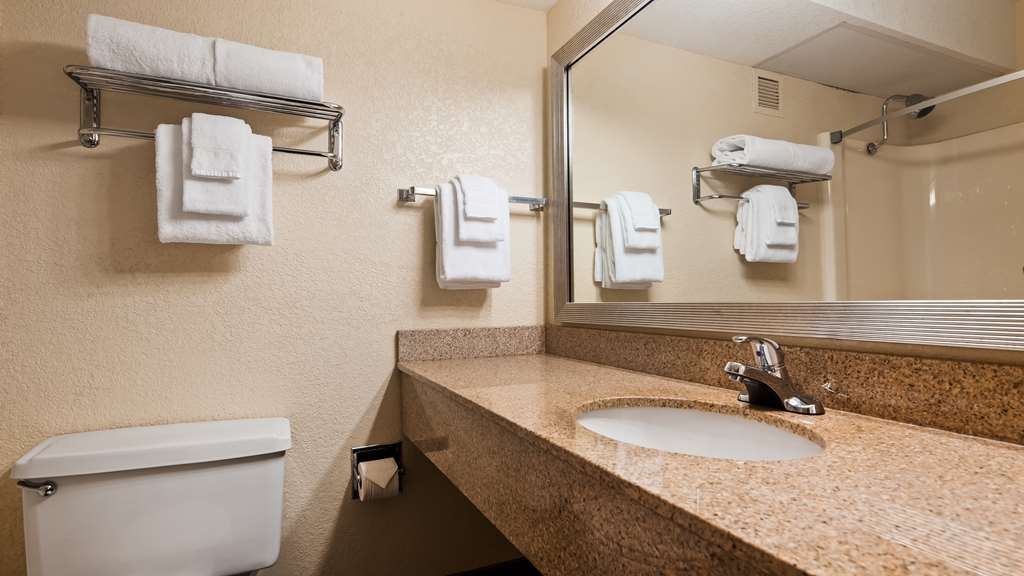 Best Western Branson Inn and Conference Center - Enjoy getting ready in our Guest Bathrooms