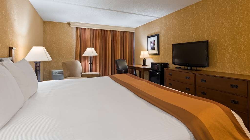 Best Western Branson Inn and Conference Center - Make yourself at home in our King Room.
