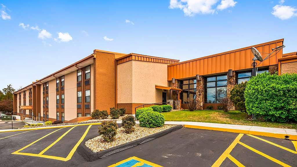 Best Western Center Pointe Inn - Best Western Center Pointe Inn features interior as well as exterior corridor rooms.