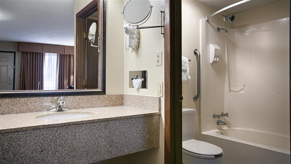 Best Western Center Pointe Inn - Cuarto de baño de clientes