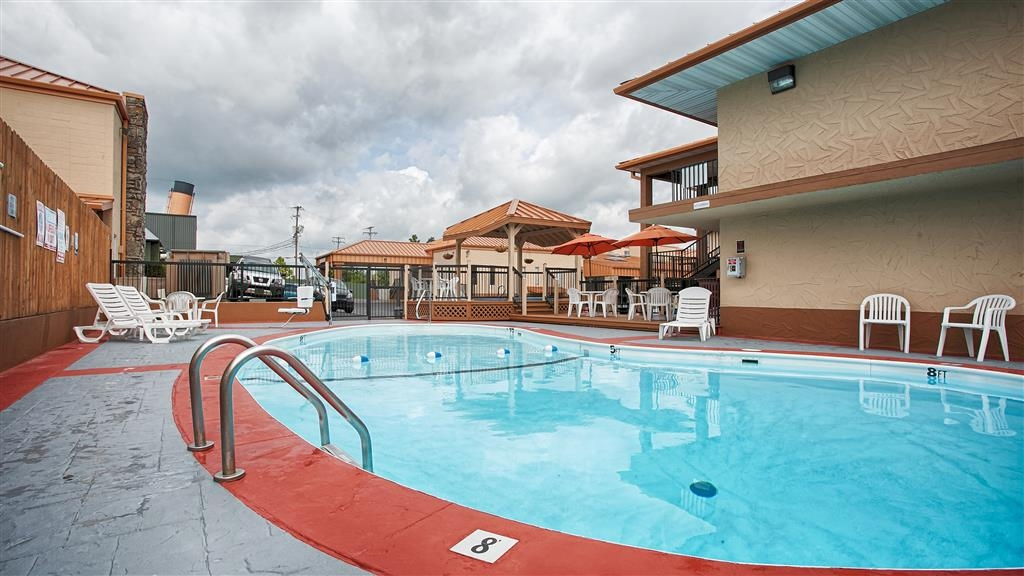 Best Western Center Pointe Inn - Piscina al aire libre