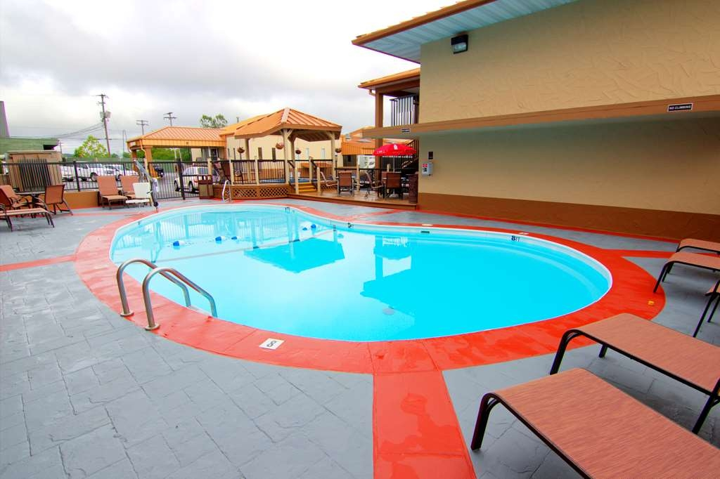 Best Western Center Pointe Inn - Piscina al aire libre en temporada
