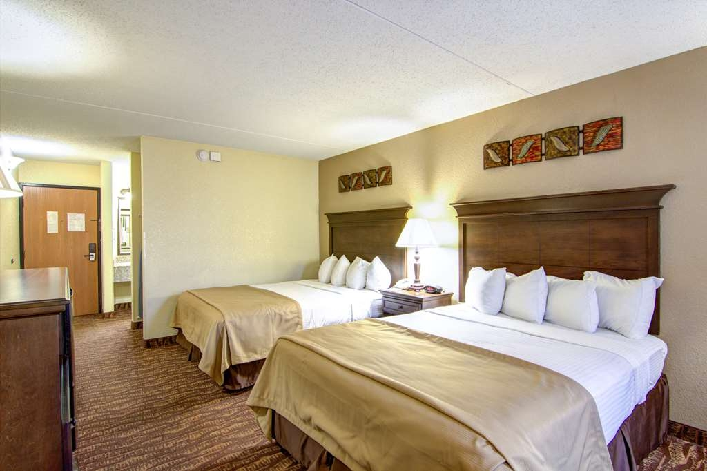 Best Western Center Pointe Inn - Make yourself at home in our double queen guest room.