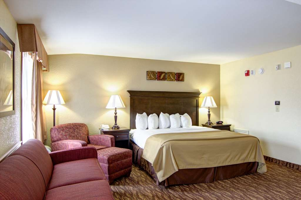 Best Western Center Pointe Inn - Suite con cama de matrimonio extragrande