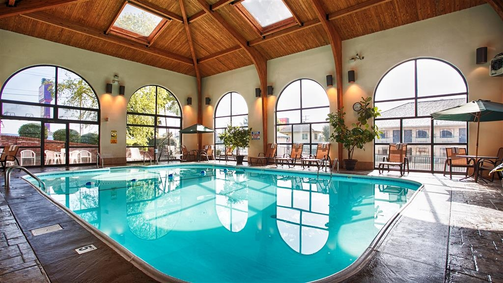 Best Western Music Capital Inn - Plan an afternoon with the family at our indoor swimming pool.