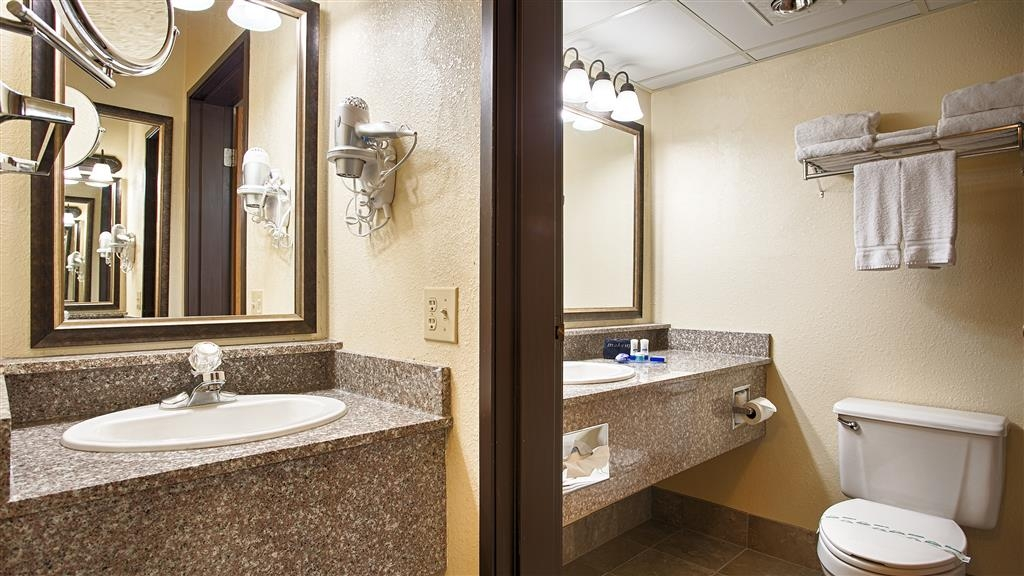 Best Western Music Capital Inn - Enjoy getting ready in our Guest Bathrooms