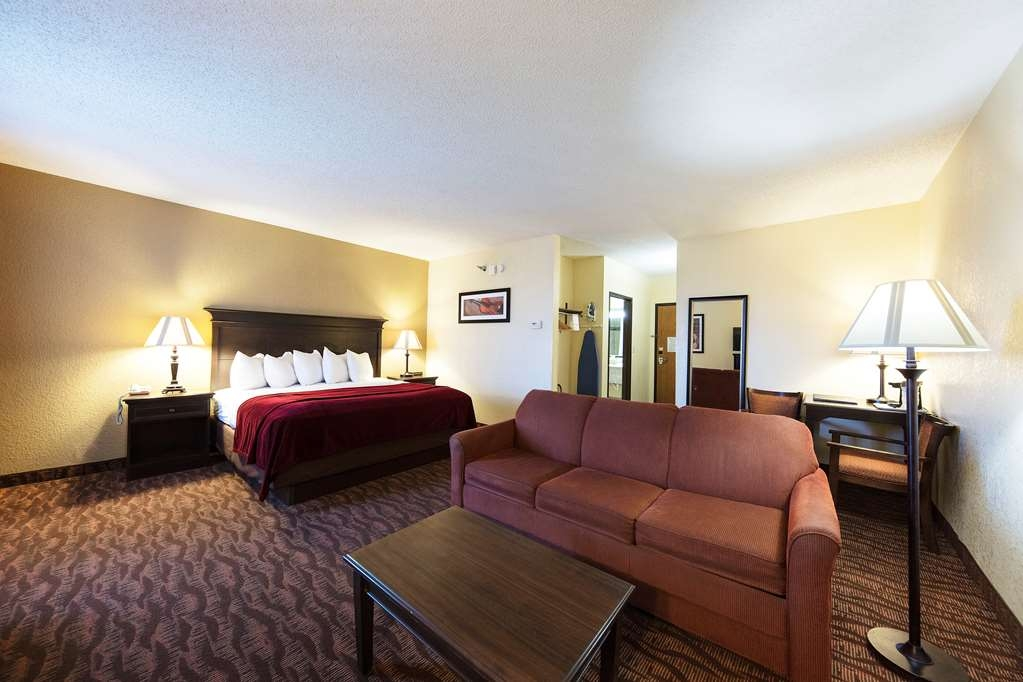Best Western Music Capital Inn - Make yourself at home in our King Guest Suite