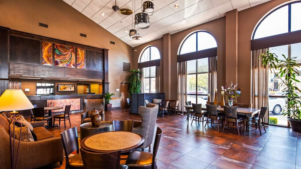 Best Western Music Capital Inn - Our modern decor boasts multiples seating areas for you to enjoy.