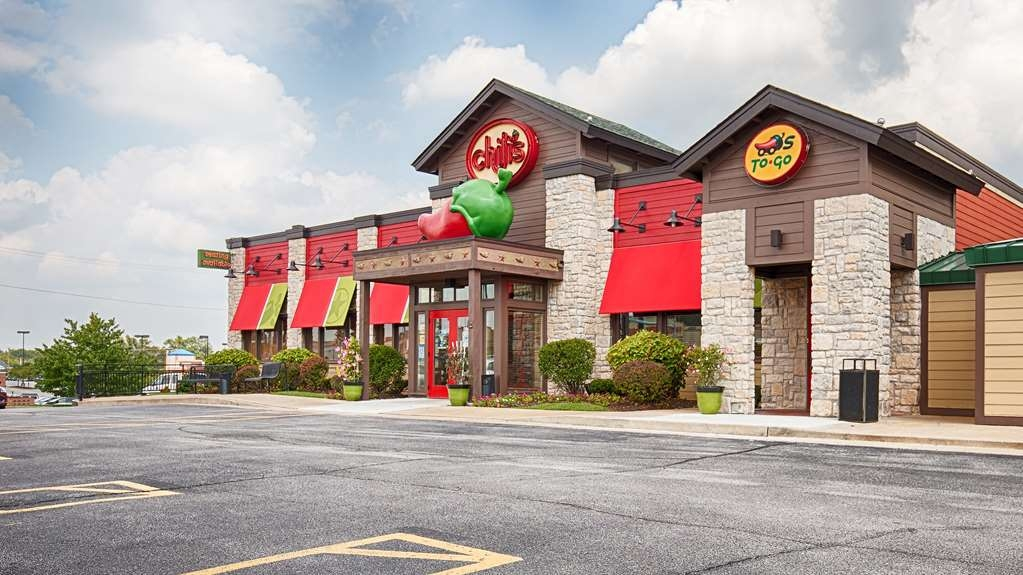 Best Western Kirkwood Inn - Chili's Bar & Grill located on-site offers our guests a 10% meal discount as well as room service.