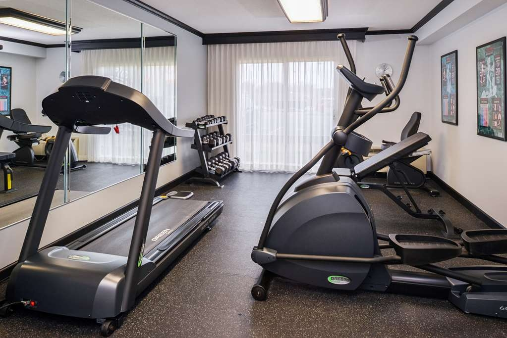 Best Western Kirkwood Inn - Our free weights and bench offer additional fitness opportunities.