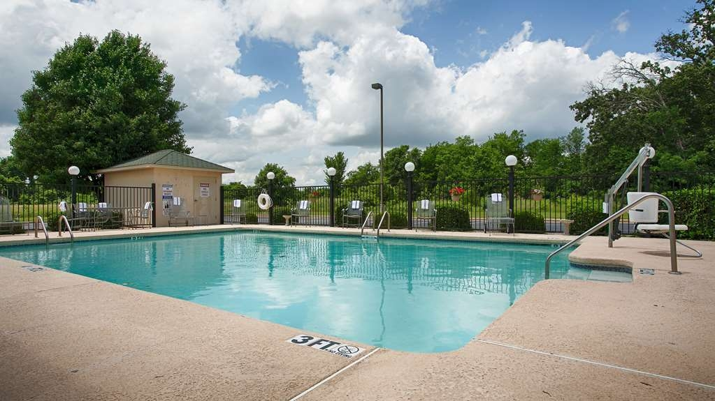 Best Western Big Spring Lodge - Relax and feel rejuvenated in our outdoor pool!