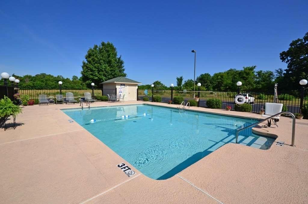 Best Western Big Spring Lodge - Vista de la piscina